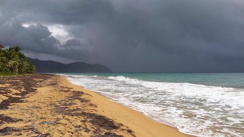 Playa Larga, Dark a Clouds